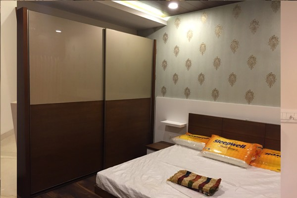 Sliding wardrobe with Glass veneer